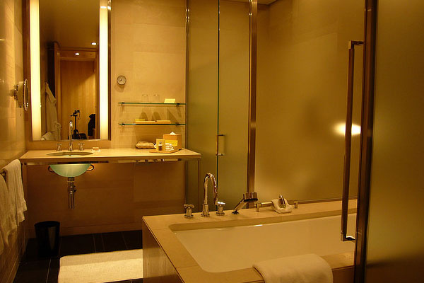 marunouchi bathroom 30 Fascinating Paint Colors For Bathrooms