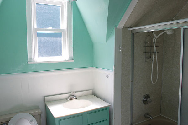 ocean blue 30 Fascinating Paint Colors For Bathrooms