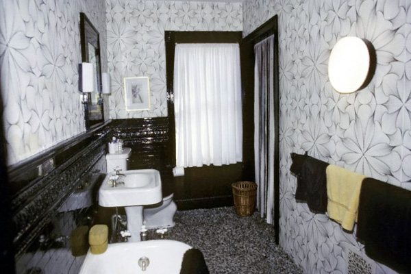 Black And White Flowers Bathroom
