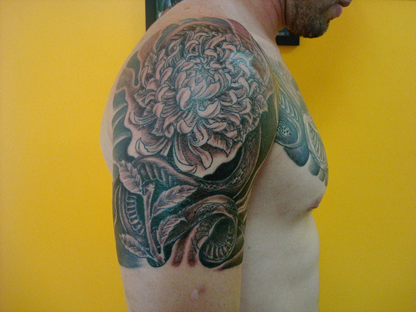 exclusivas tattoo 25 Unique Chrysanthemum Tattoo Designs
