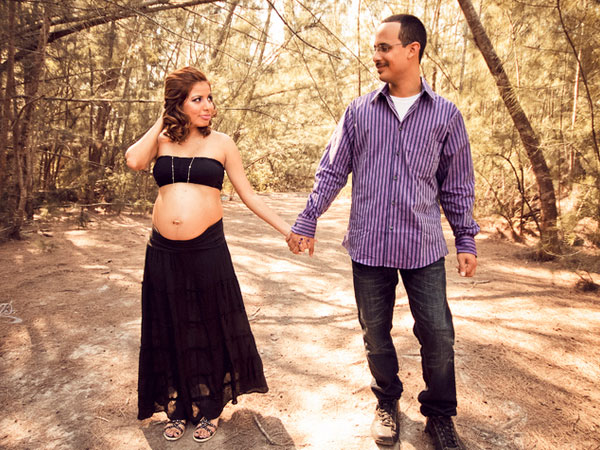 35 Awe-Inspiring Maternity Picture Ideas - SloDive
