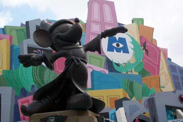 mickey dominates 25 Lovely Mickey Mouse Pictures