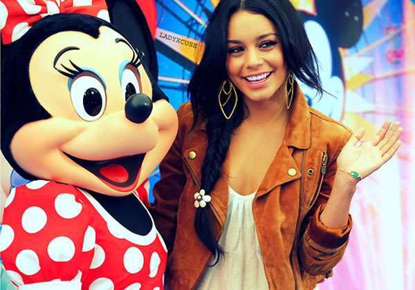 Vanessa Pose Minnie Mouse