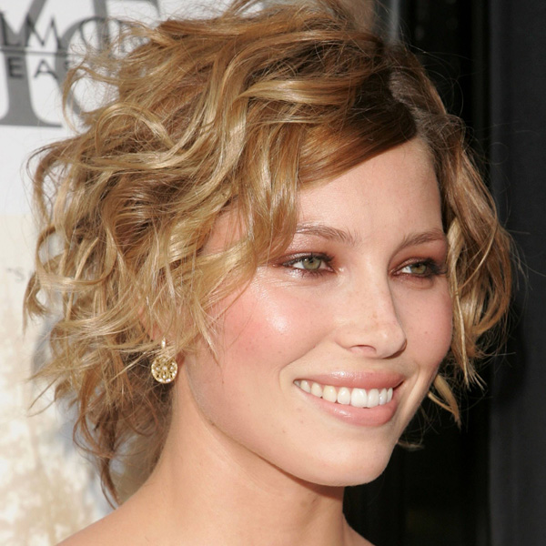 35 exceptional wedge haircut ideas slodive curly wedge haircut winobraniefo Image collections