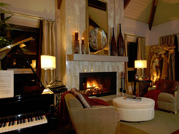 Cozy Fireplace Residence