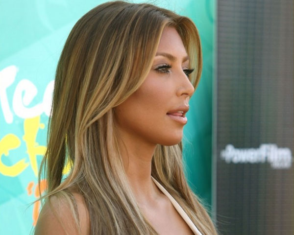 caramel highlights 25 Impressive Kim Kardashian Hair Color Ideas