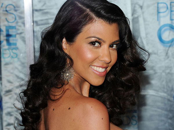 kourtney kardashian posing 25 Glamorous Kourtney Kardashian Pictures