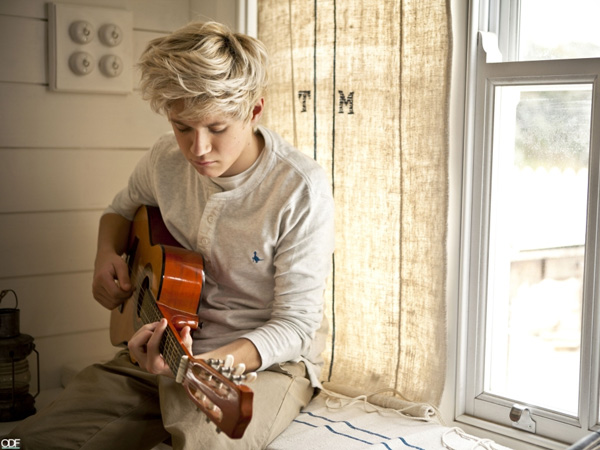 niall playing 25 Magical Niall Horan Pictures