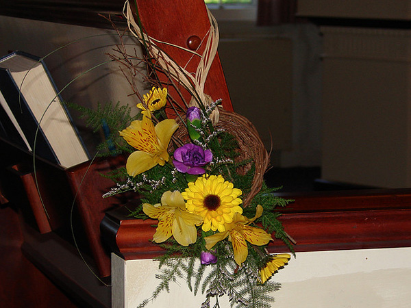 birds nest pew decoration 25 Attractive Pew Decorations For Weddings