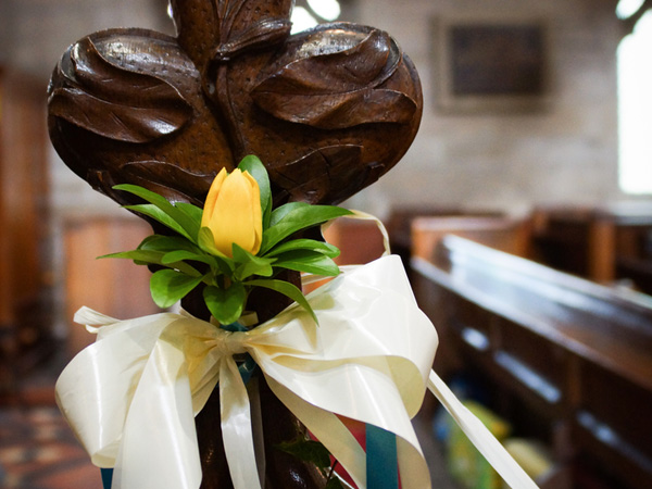 25 Attractive Pew Decorations For Weddings Slodive