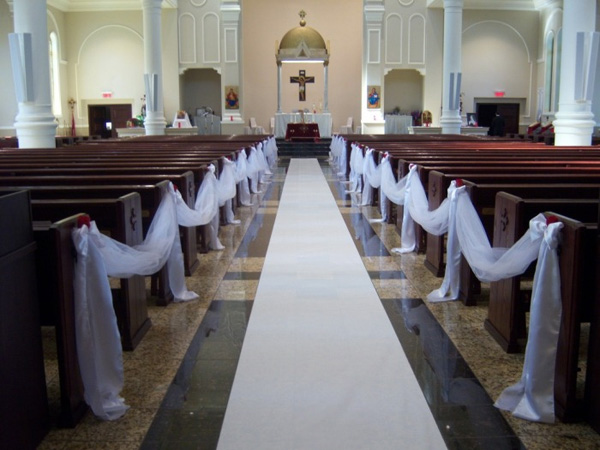 25 Attractive Pew Decorations For Weddings - SloDive