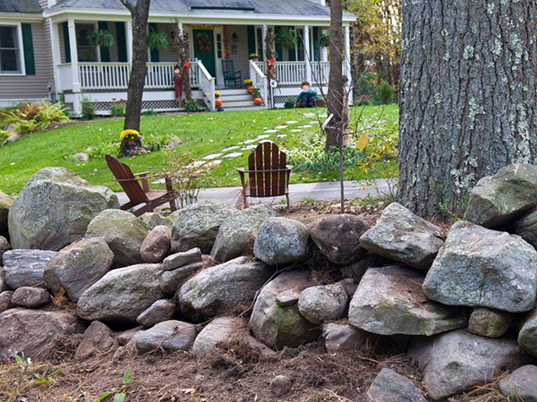 of large rocks gives this landscaped garden a deceptively diy look
