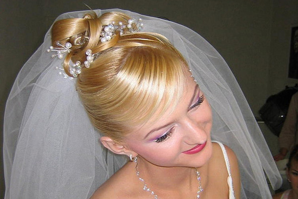 25 Groovy Wedding Hairstyles With Veil