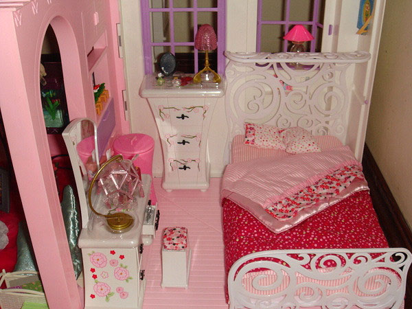 Decorating A Small Bedroom For Little Girl
