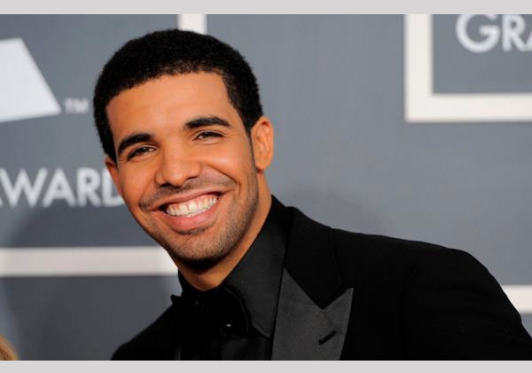 smiling 30 Awesome Pictures of Drake