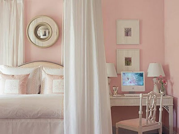 Retro Pink Bedroom Idea