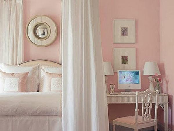 Retro Pink Bedroom Idea