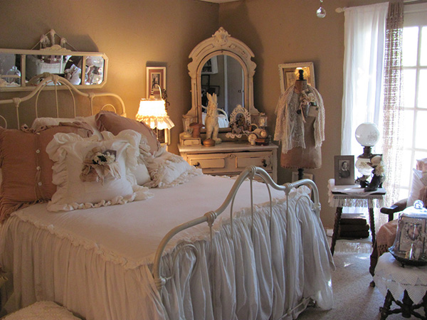 lovely chic bedroom 25 Different Shabby Chic Bedroom Ideas