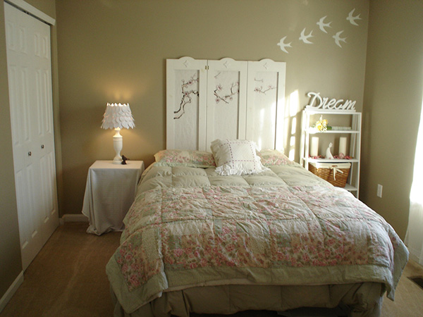new bed area 25 Different Shabby Chic Bedroom Ideas