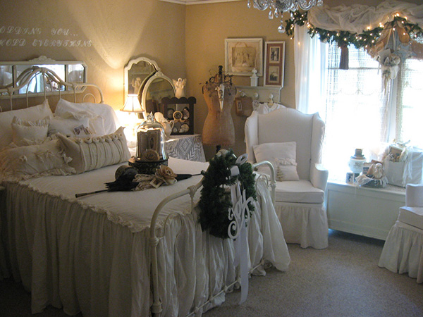 romantic white bedroom 25 Different Shabby Chic Bedroom Ideas