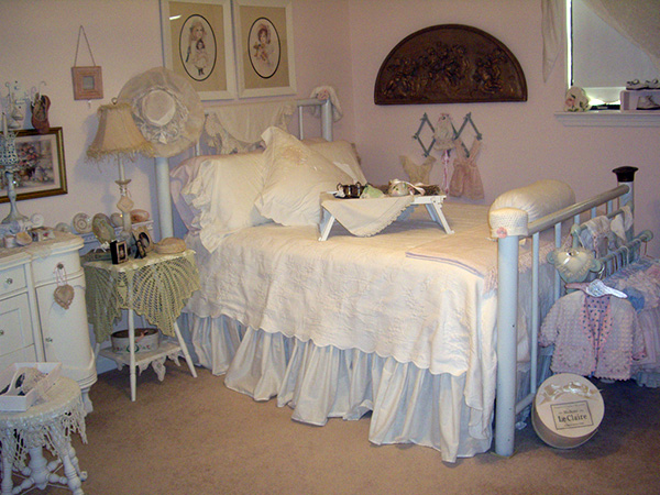Shabby Chic White Cotton. 25 Different Shabby Chic Bedroom Ideas   SloDive