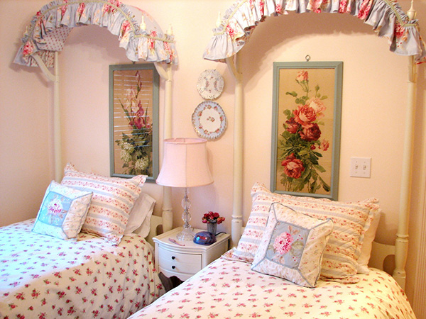 vintage roses 25 Different Shabby Chic Bedroom Ideas