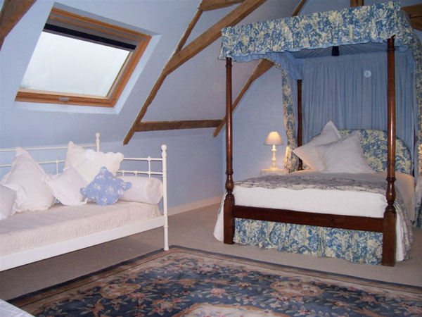 Shabby Theme Attic Idea