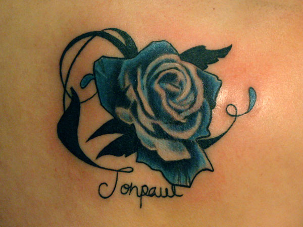 backtat 21 Unique Blue Rose Tattoo Designs