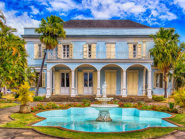 creole house 27 Elegant Exterior House Color Ideas