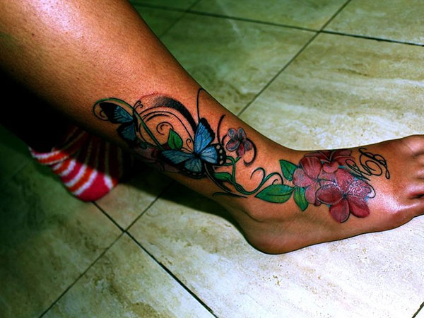 foot flower 25 Exciting Leg Tattoos For Women