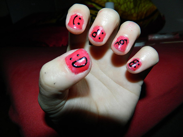 Smiley Center Nails