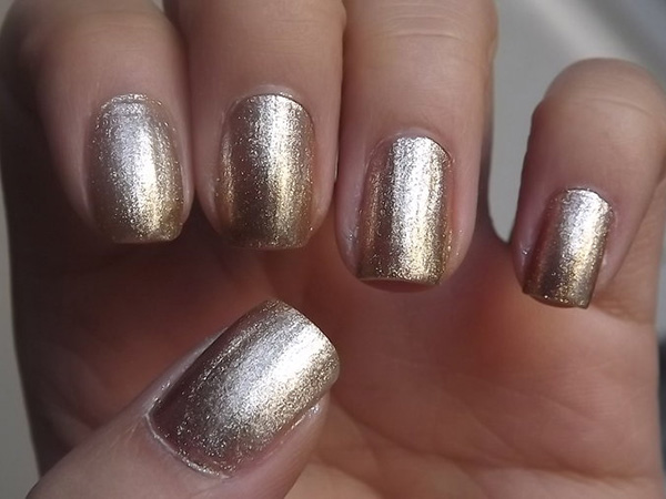 Grainy Gold Nails