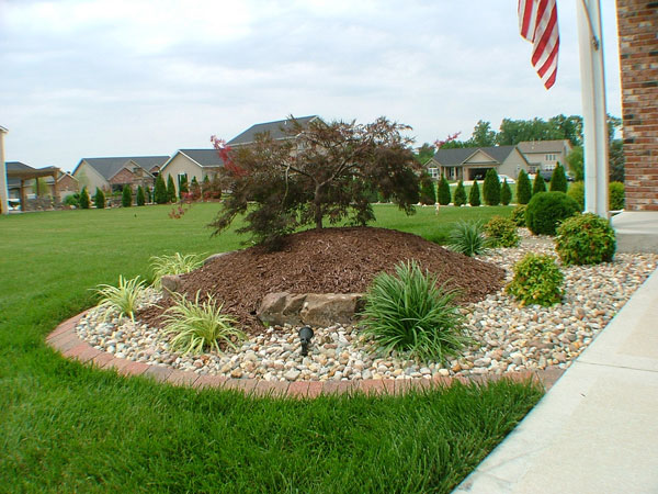24 Simple Backyard Landscaping Ideas Which Look ... on Basic Landscaping  id=29819