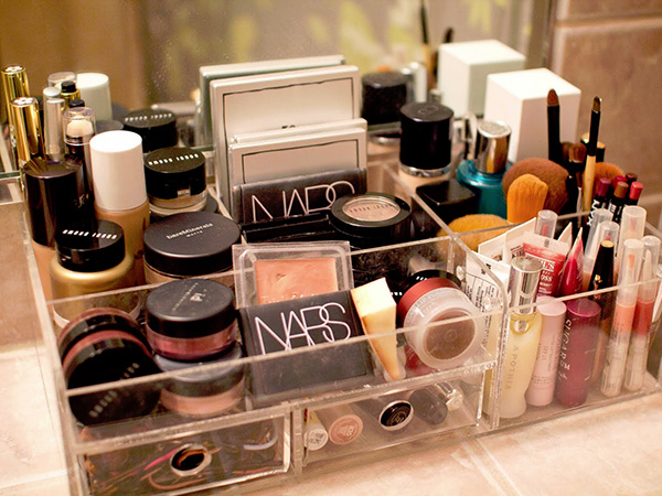 makeup box 23 Tremendous Makeup Organizer Ideas