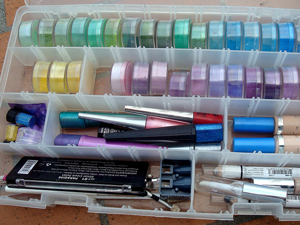 mineral makeup tray 23 Tremendous Makeup Organizer Ideas