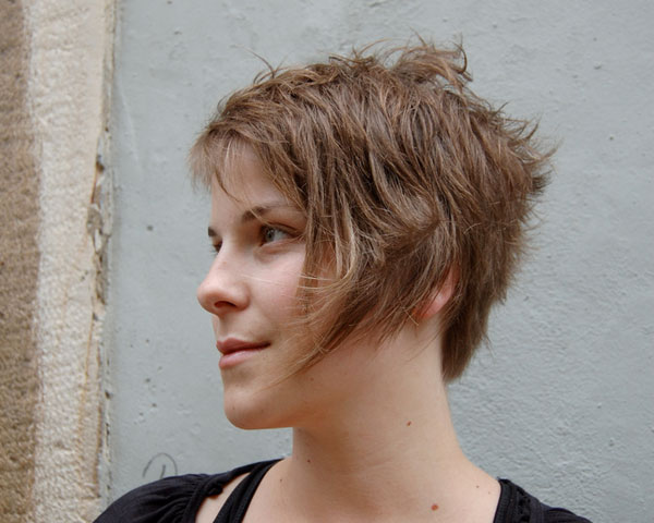 sidecut 23 Scintillating Short Spikey Hairstyles For Women