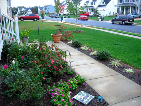 36 Unbelievable Front Yard Landscaping Ideas - SloDive on Simple Backyard Landscaping id=42545
