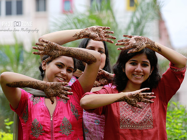 Mehndi With Friends