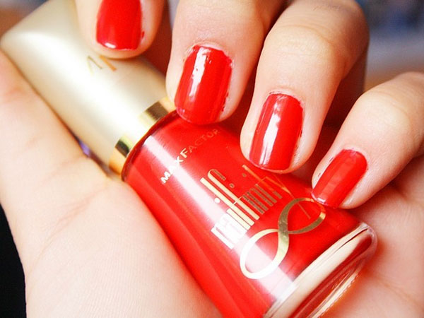 Pure Red Nail Art