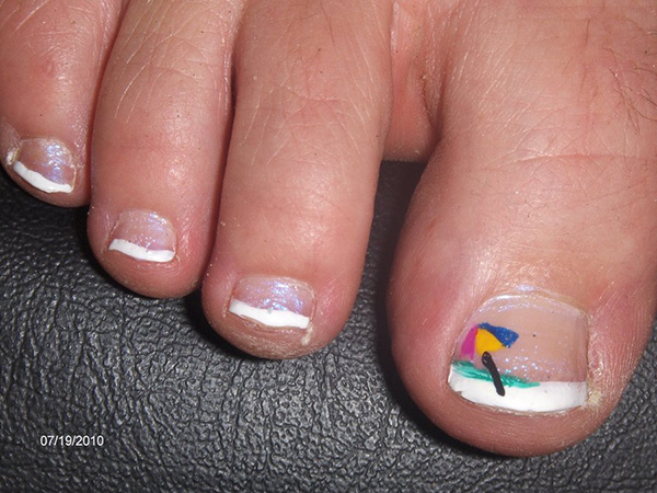 beach umbrella tips 26 Delicate Short Nail Designs
