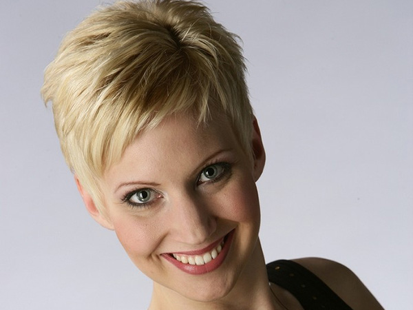 blonde women 26 Addictive Very Short Hairstyles For Women