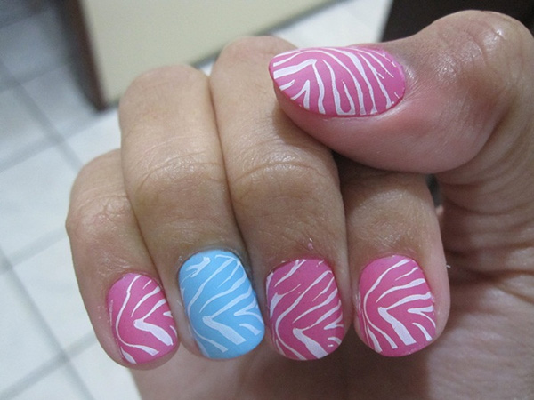 super parecida 27 Tantalizing Zebra Nail Designs