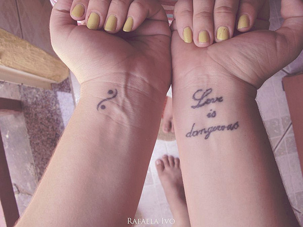 Simple Love Hand Girls Tattoo Design Tattoo