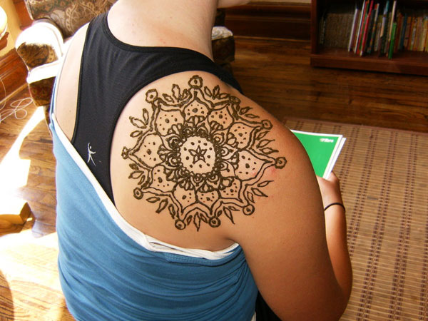 26 Voguish Henna Tattoo Designs For 2013