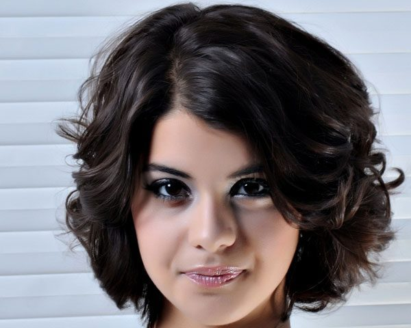 26 Graceful Short Hairstyles For Wavy Hair