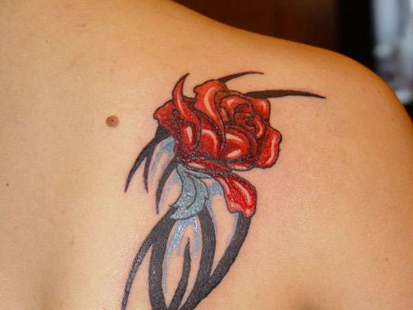 back redroses 26 Cool Tattoo Ideas For Moms