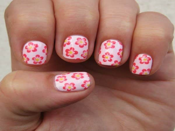Light Pink Nails with Dark Pink Daisies