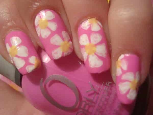 Robust Pink Nails with White Daisies