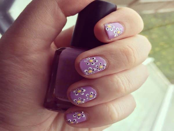 Purple Nails with White and Black Daisies