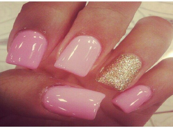 pink and gold nails 2 12 Pretty and Shiny Gold Nail Designs